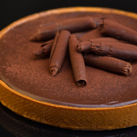 Chocolate tart with Tonka beans