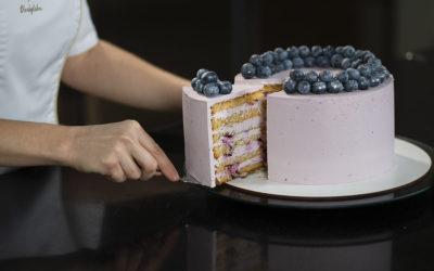 """Бисквитный медовый торт """"Черничная нежность"""""""