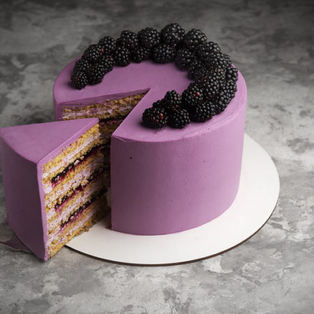 Sponge honey cake with black currant
