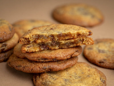 Cookies with mango and passion fruit filling
